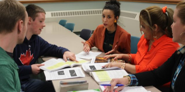 The French assistant Sania Soualah in a conversation workshop with students
