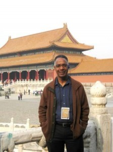 Dr. Fearon views temple in China, 2014 (web)